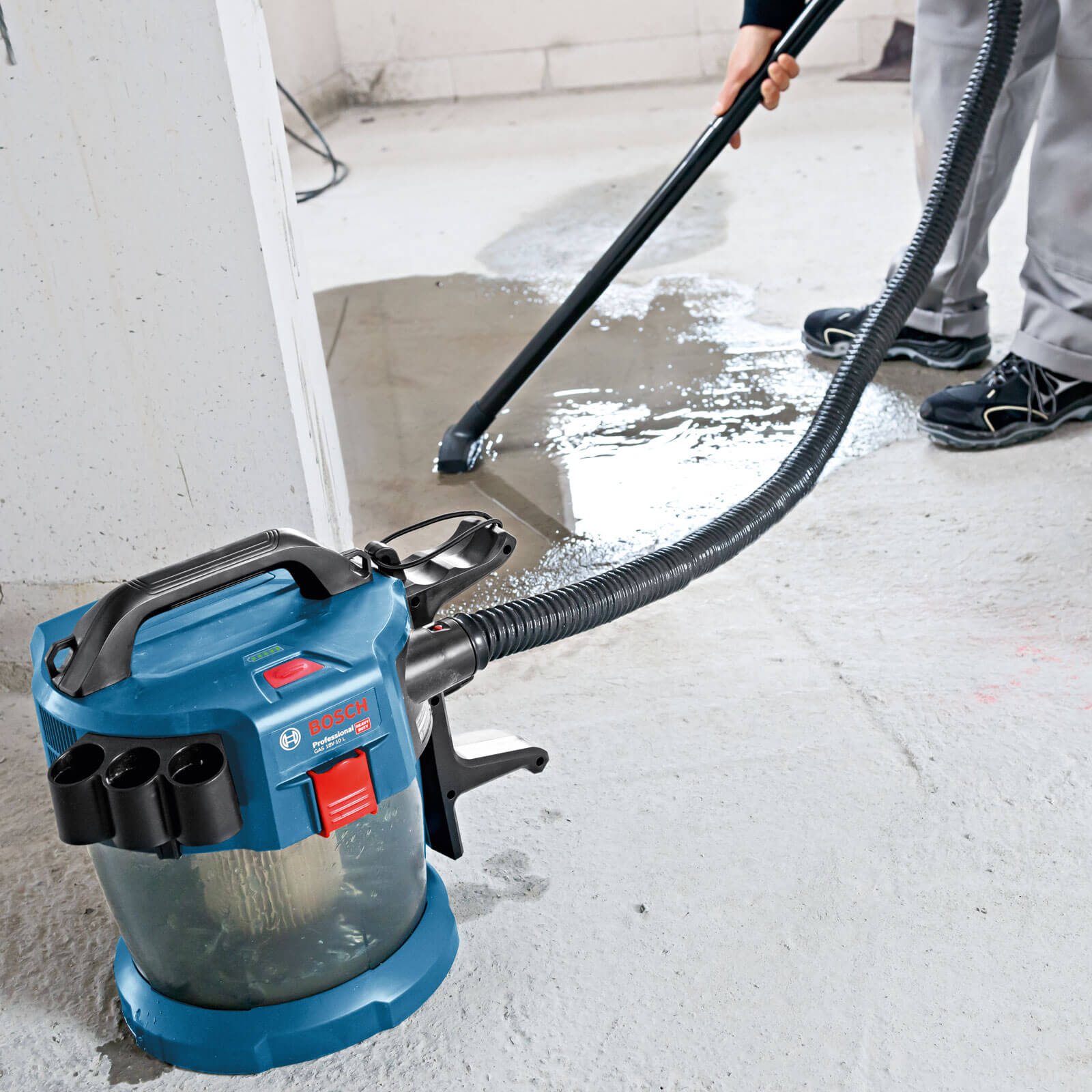 18 Volt Cordless WetDry Vacuum