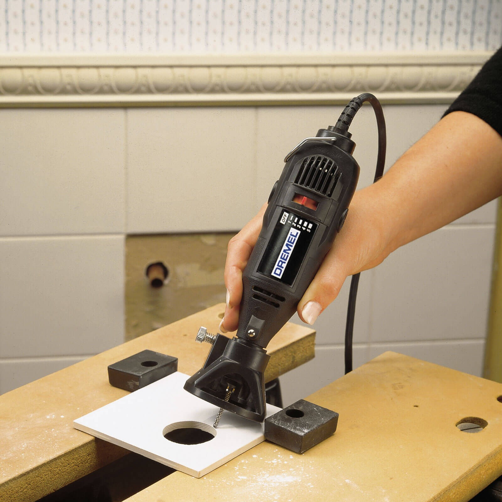 Dremel 566 Ceramic Tile Cutting Attachment