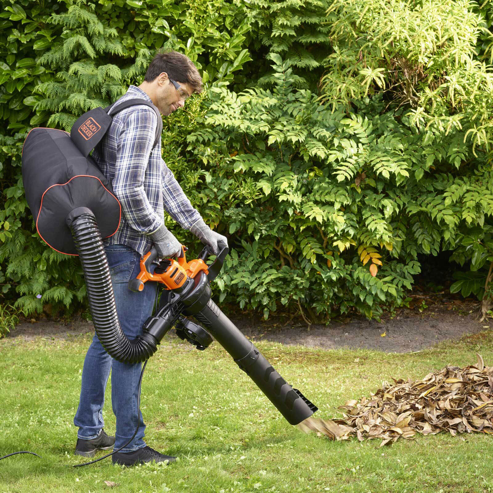 Black and Decker BEBLV300 Garden Vacuum and Leaf Blower with