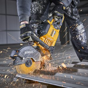 DeWalt DCS690 Cutting Metal