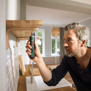 Bosch PushDrive Screwdriver Putting Up Shelf