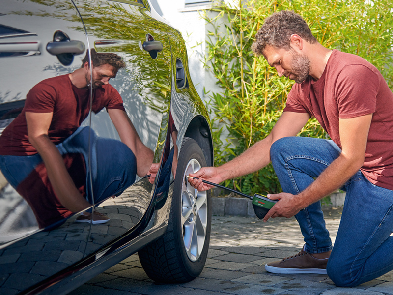 Bosch EasyPump inflating car tyres